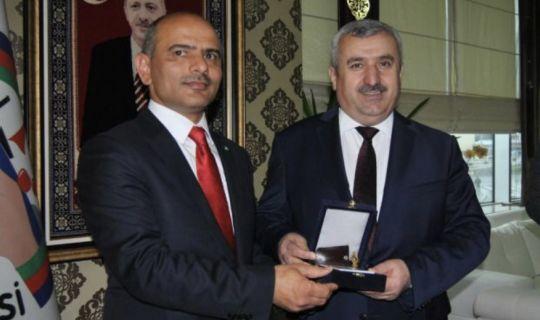 Körfez Belediyesin'de, Şener Söğüt'e devir teslim töreni düzenlendi