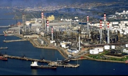 4 bin TÜPRAŞ işçisi, fabrikaya kapandı