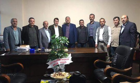 Başkan Önal'ın Erzurum'dan  özel konukları vardı