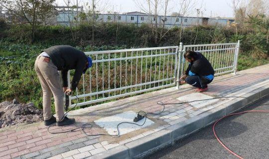 Salim Dervişoğlu Caddesi'nde ferforje korkuluk imalatı yapılıyor