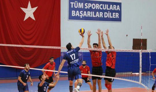 Büyükşehir Kağıtspor, voleybolda liderliğini sürdürdü