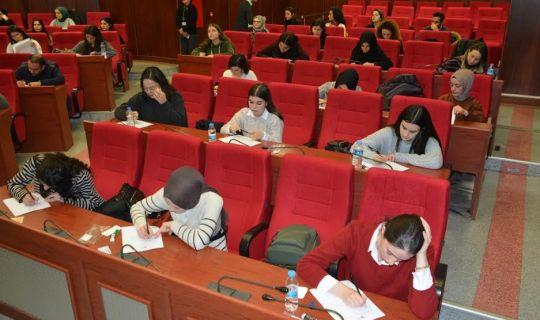 İzmit Belediyesinde, Sosyal Hizmet Uzmanı olmak için 62 kişi sınava girdi