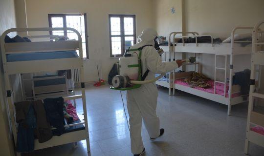 İzmit'te yüzlerce nokta koronavirüse karşı ilaçlandı