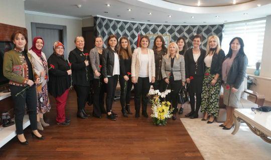 KOTO Meslek Komitesi üyeleri kadınlardan  Başkan Hürriyet'e anlamlı teşekkür