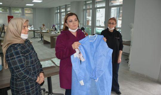 Sağlık çalışanları Hürriyet'ten istedi İzmit'te bone ve önlük üretimi de başladı