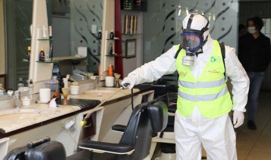 İzmit Belediyesi kuaför ve berber salonlarını dezenfekte ediyor