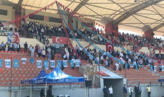 İYİ Parti Kocaeli'nin kongresi stadyumda yapıldı