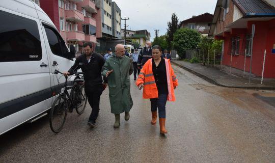 İzmit Belediyesi sağanak sonrası tüm ekipleriyle sahaya indi
