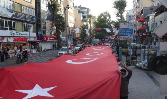 """İzmit Belediyesi 30 Ağustos Zafer Bayramı'nda """"DörtXDört""""lük finalle İzmit'i salladı"""