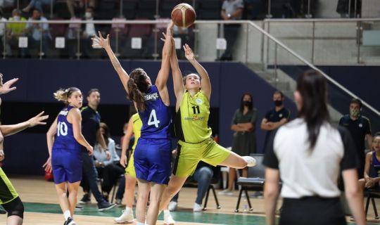 İzmit Belediyespor,  Fenerbahçe'yi mağlup etti