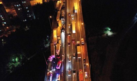 Kocaeli Tem'de zincirleme kaza: 28 araç birbirine girdi