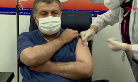 İlk aşı Sağlık Bakanı Koca'ya yapıldı