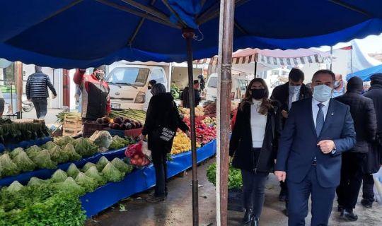 Körfez DEVA Başkanı Bozkurt, pazarda dert dinledi
