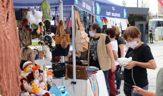 Kadınların el emeği göz nuru ürünleri  İzmit Belediyesi ile değerini buluyor