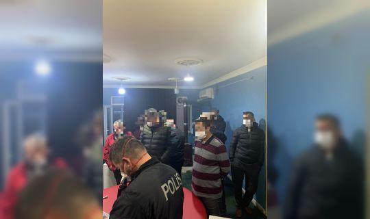 Dernek içerisinde 23 şahıs sosyal mesafe ve maske takma kurallarını ihlal ettikleri tespit edildi