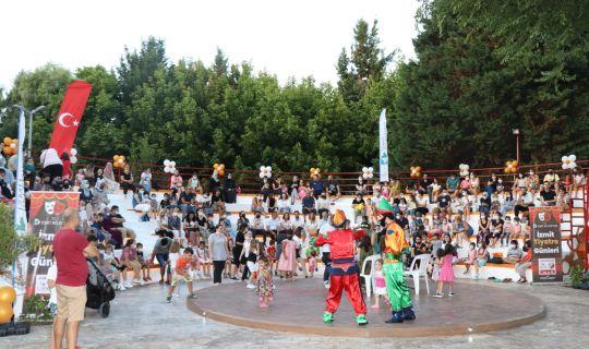 Minikler, Amfi Tiyatro'da 'Müzikli Çocuk Masalları' ile doyasıya eğlendi