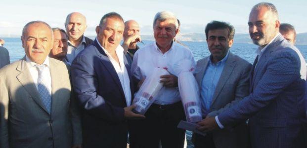 Başkan Karaosmanoğlu,  Ereğli'de balıkçıların ilk mezatına eşlik etti