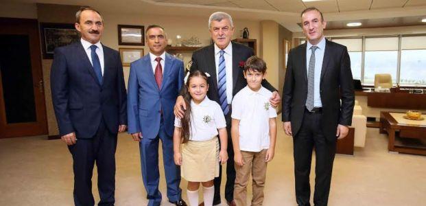 Başkan Karaosmanoğlu'na, TBMM'den minik ziyaretçiler