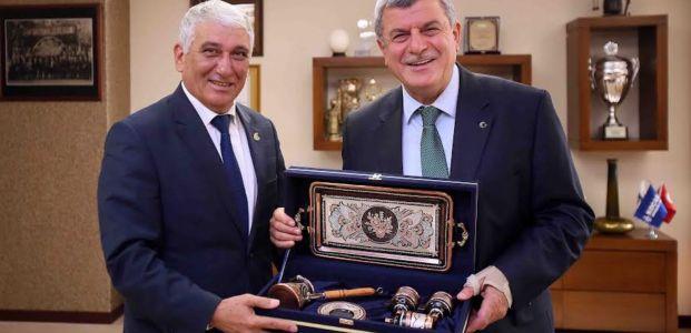 Başkan Karaosmanoğlu'na yavru vatandan ziyaret