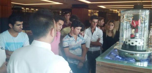 Beyaz Kalpler öğrencileri, işin inceliklerini uzmanından öğreniyor