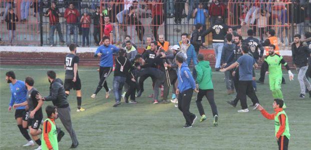 Birlikspor Çevik Kuvvetle Stadı Terk Etti