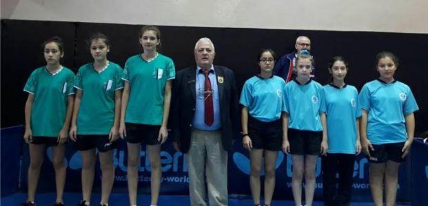Büyükşehirli bayan tenisçiler finallerde
