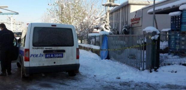 Demir kapıya sıkışan kadın hayatını kaybetti