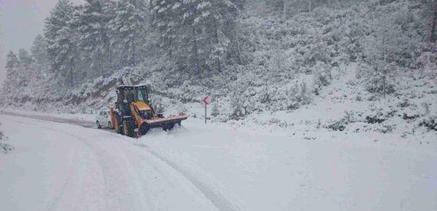 Derince'de karla  mücadele başladı
