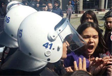 Ensar Vakfı protestosuna polis müdahalesi!