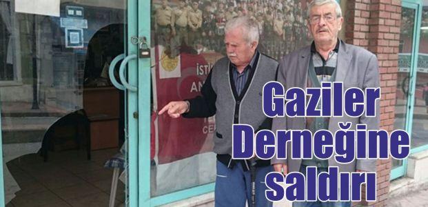Gazi Derneği'nin camlarını kırdılar