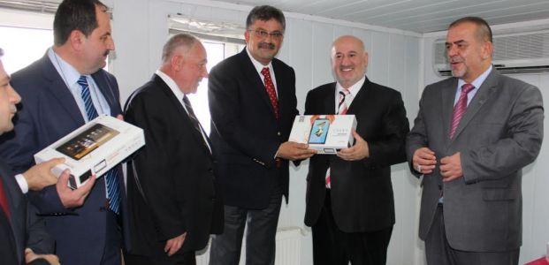 Gölcük Belediyesi'nden Din Görevlilerine Tablet Dağıtımı