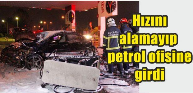 Hızını alamayan araç petrol ofisine girdi