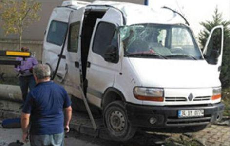 İşçi taşıyan servis kaza yaptı