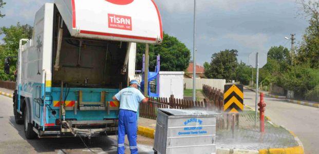 Kartepe'de konteynerler sürekli yıkanıyor