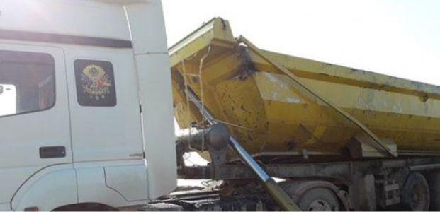 Körfez'de kamyon devrildi