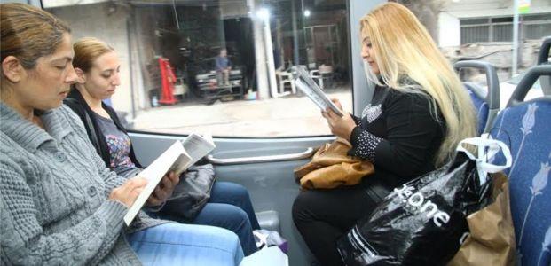 Kütüphaneli otobüslere yolculardan tam not