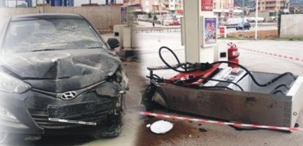 Otomobil benzin istasyonuna çarptı