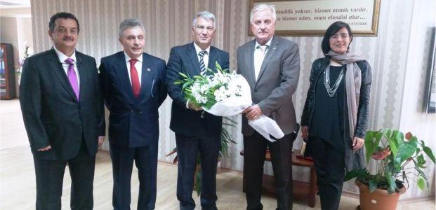 Özak ''Öğretmenlere geleceğimizi emanet ediyoruz''