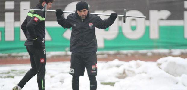 Taşdemir, Futbolcuların Pestilini Çıkardı