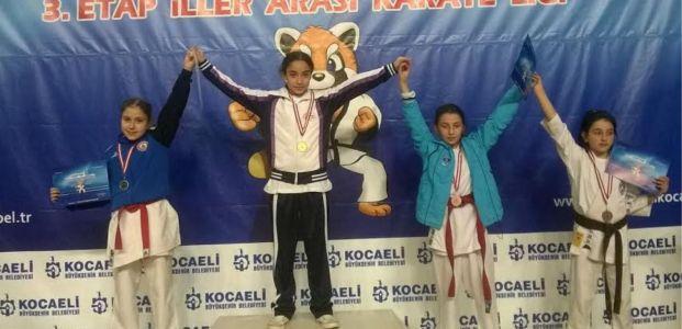 Tatami Karate Liginde 12 Madalya ile kürsüde