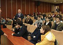 Gençler sordu, Başkan Sezer cevapladı