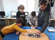 Yeni nesil gençler, robotik kodlama öğreniyor