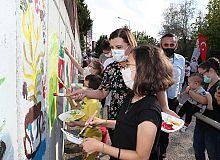 Çocuklardan Fatma ablalarıyla İzmit'in duvarlarına renkli dokunuşlar