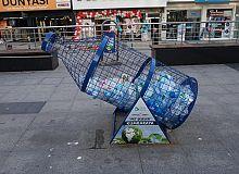 İzmit Belediyesi pet şişe kafesleriyle plastik atıkları ekonomiye kazandırıyor