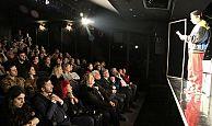 """Şehir Tiyatrolarının yeni oyunu Tamamen Doluyuz"""" seyirciyle buluştu"""