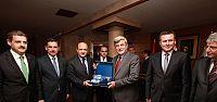 Bakan Işık'tan Başkan Karaosmanoğlu'na tebrik ziyareti