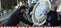 Başkan Ayaz çelenk bıraktı