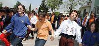 Türk ve Sırp çocuklar damat havası oynadı